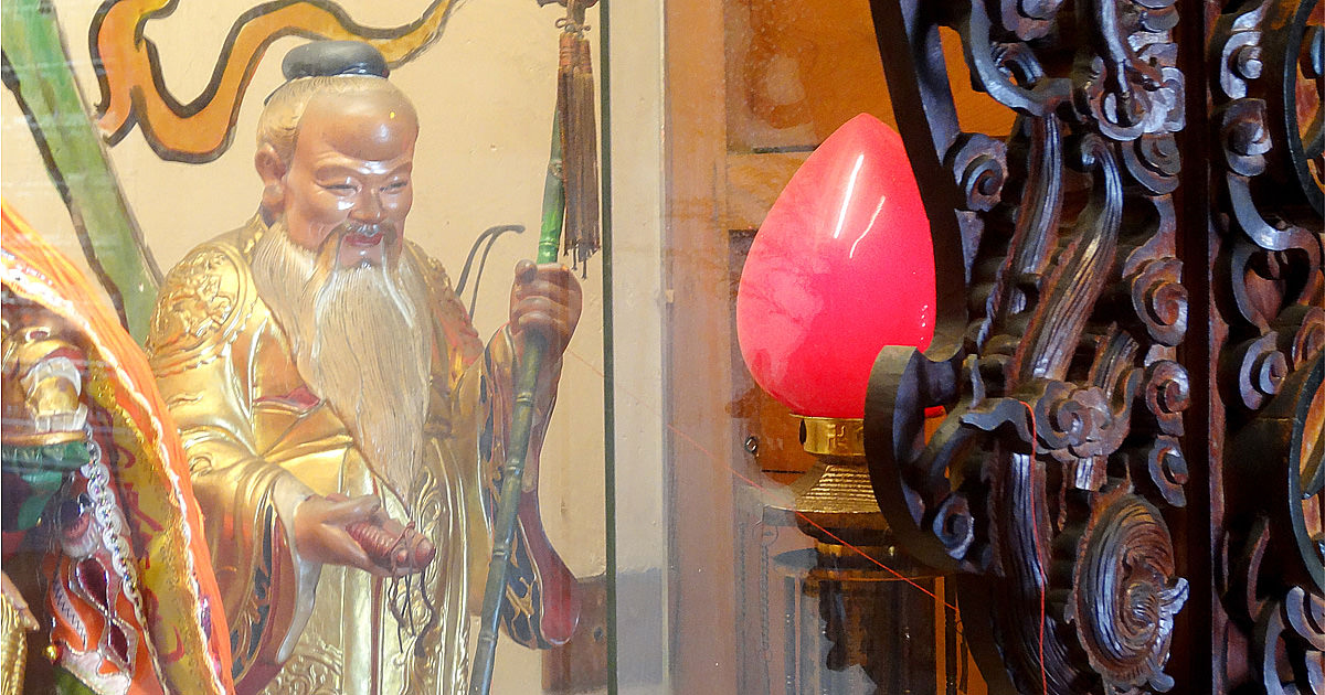 【台南月老】據說用站的神明行動力都比較高~臺灣府城隍廟月老