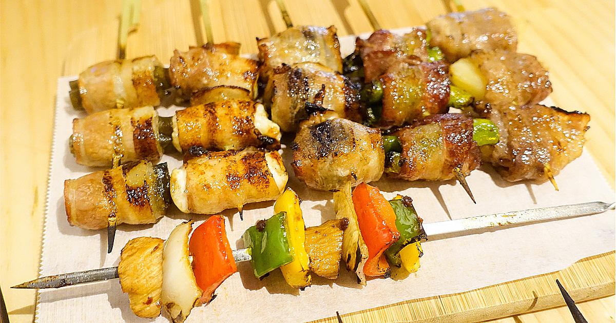 【台南安平區美食】多款創意串燒|熱炒|小酌|綜合蔬菜串|牛五花葡萄串燒|特色烤韭菜~900度串燒工坊