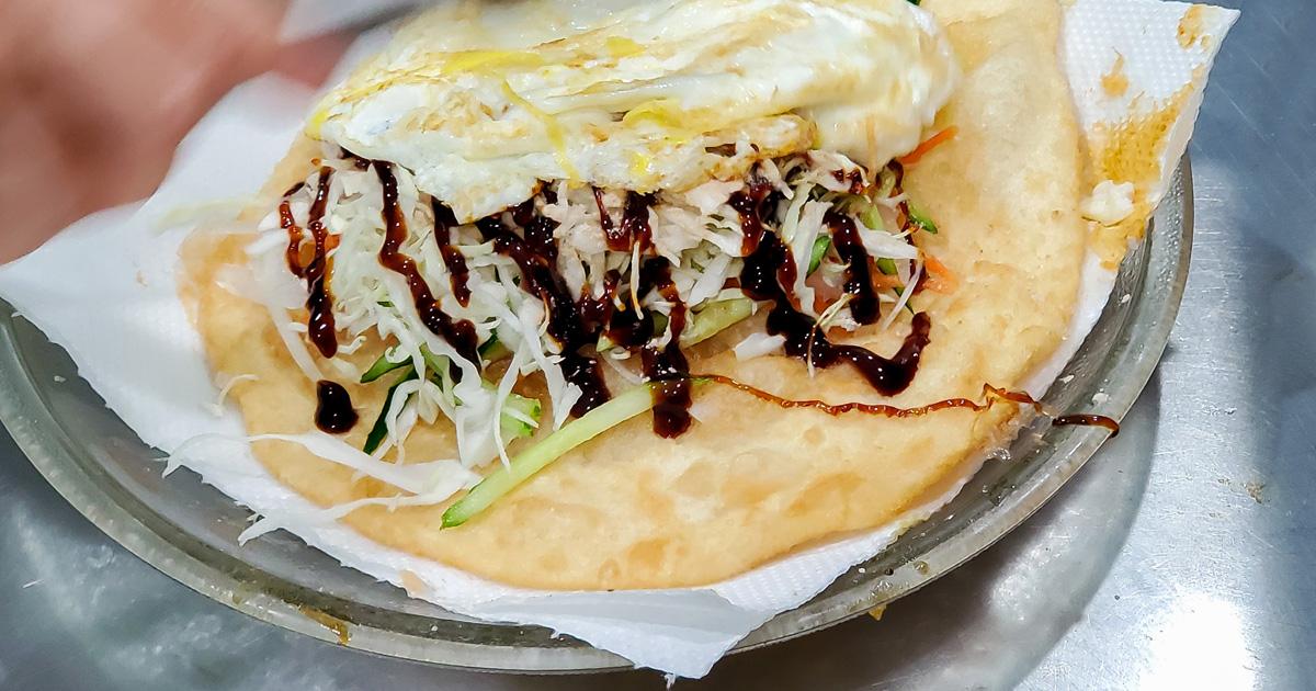 【澎湖美食】馬公市區美食|酥脆清爽的蔬脆蛋餅|像是蔥油餅包著清爽內餡|澎湖特色下午茶小吃~~澎湖蔬脆蛋餅