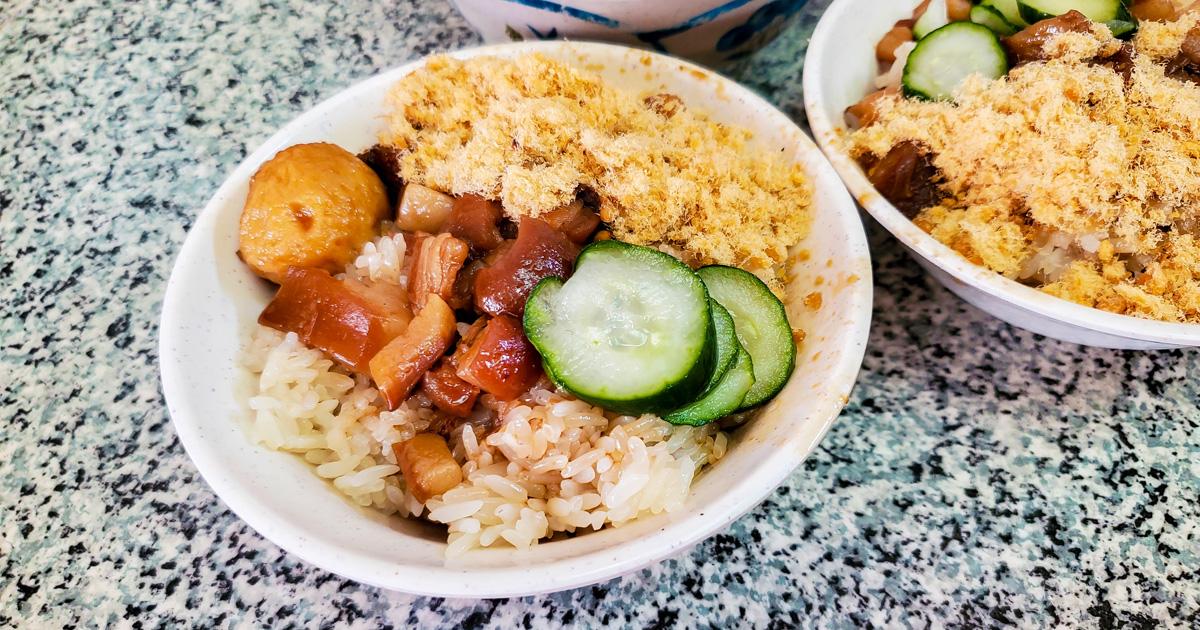 【臺南美食】超過40年的米糕店|台南最親切的味道|再來個滷丸和四神湯最搭配~~下大道蘭米糕