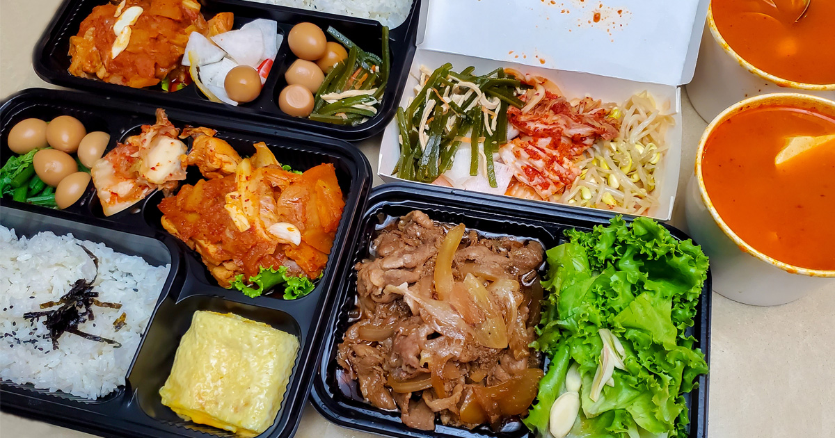 【臺南美食】韓式阿嬤餐盒外帶起來|加39元升級豆腐鍋|醬燒肉包菜|防疫餐盒~~哈摩尼韓食堂台南店