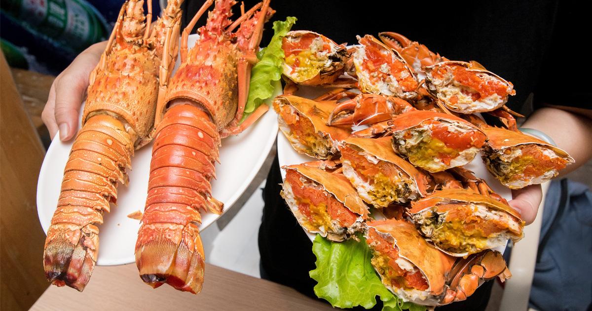 【臺南美食】臺南最猛的燒烤店|紅蟳花束|手臂大的龍蝦|跟手掌一樣大的生蠔|全國首創炭烤油條~~騷烤家
