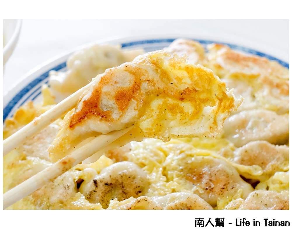 【台南新化區-美食】新化招牌美食|新化太平街美食|淡淡蛋香味的黃金煎餃 ~ 太子水餃店