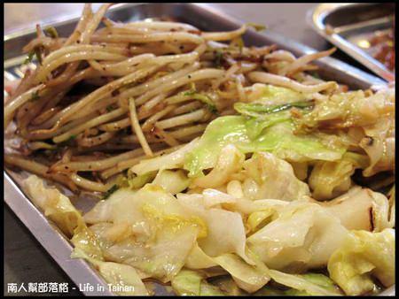 日森鐵板燒-配菜高麗菜、豆芽菜.jpg