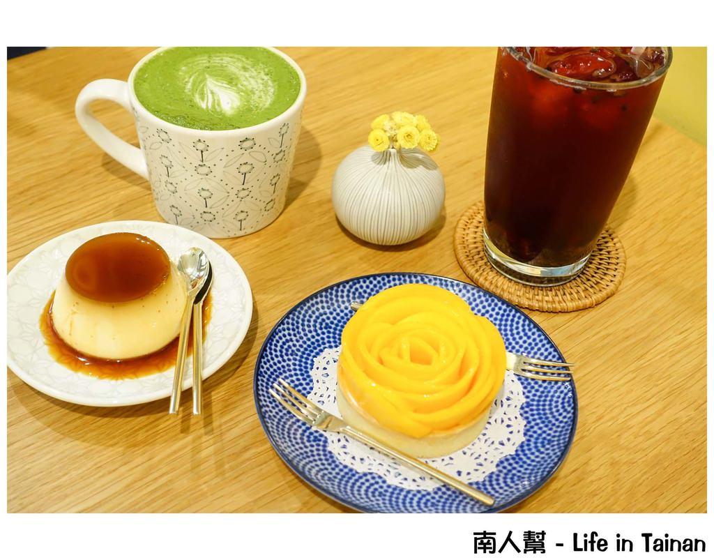【台南中西區-美食】甜點上開花了 凡爾賽玫瑰杯子蛋糕 法式鄉村芒果玫瑰塔 ~ 小草堂