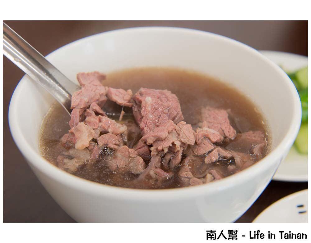 【台南安平區-美食】到年底打卡免費兌換菜頭牛腩湯|牛肉麵|設有恆溫分解室|牛肉界的土雞城 ~二牛牛肉湯