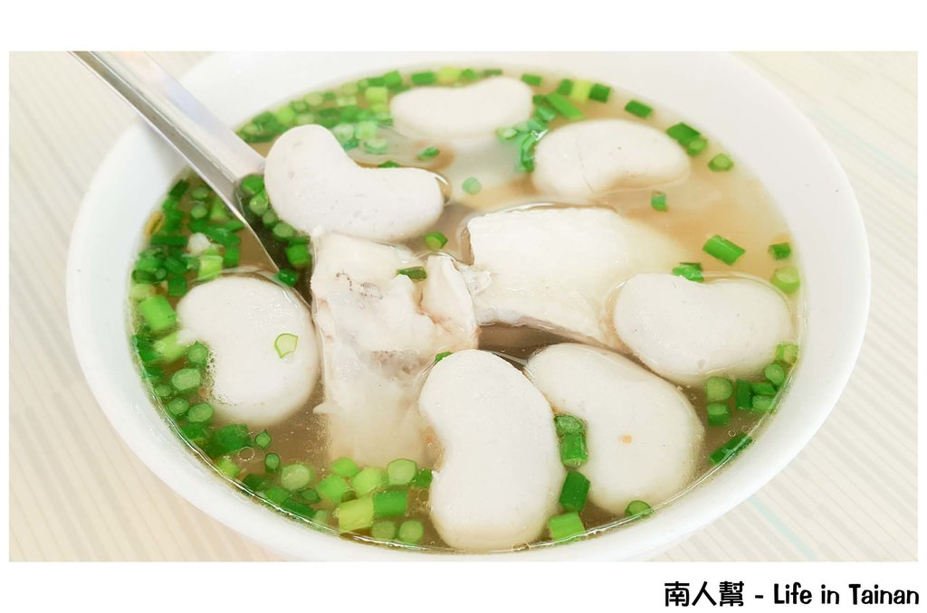 【台南中西區-美食】超級綜合湯全部料都加|孔廟附近台南小吃 ~ 第三代虱目魚丸