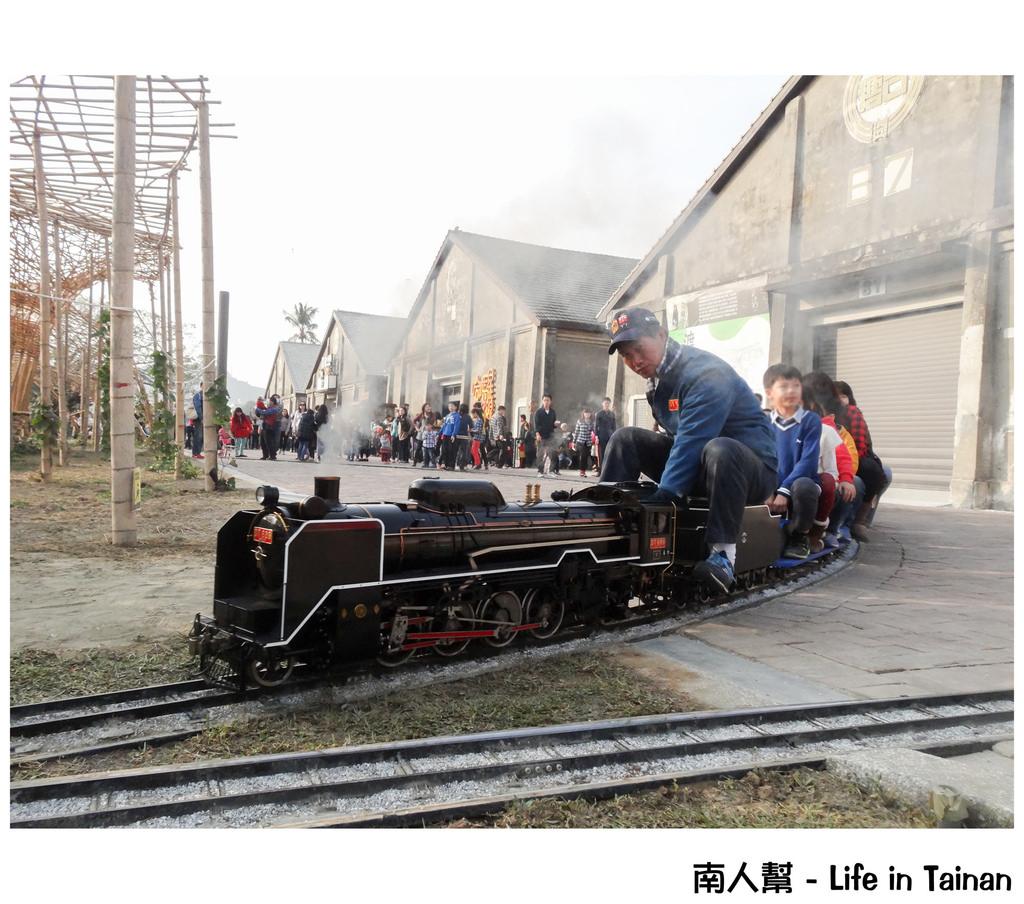 【高雄市鼓山區-小火車】一開幕就得到熱烈回響的#高雄哈瑪星駁二線小火車#