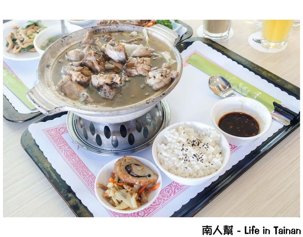 【台南安平區-美食】42道中式套餐│梅子雞好吃│平日升等雙主菜~~吾亦私餐廳(永華路)